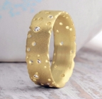 18ct Gold & Diamond Nibbled Ring