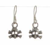 E91 skull earrings 8x9