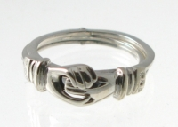 R42 Silver movable hand ring