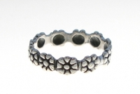 R135 Silver daisy ring
