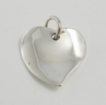 P249 Solid wavey heart pendant