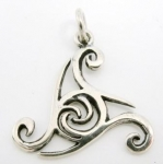 P48 Celtic triangle pendant