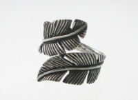 R102 Silver feather ring