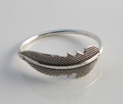 R123 Silver Feather Ring