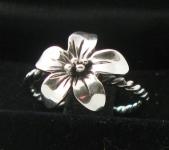 R126 Flower Ring