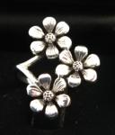 R133 Silver Flower Ring