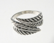 R122 Silver Wrapping Leaves Ring