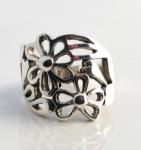 R138 Silver flower ring