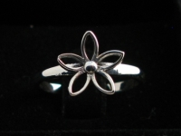 R142 Silver Flower Ring