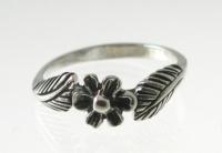 R143 Flower Ring