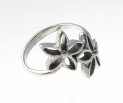 R125 Silver flower ring