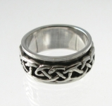 R242 celtic spinner ring