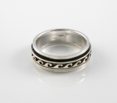 R255 Spinner Wave Ring