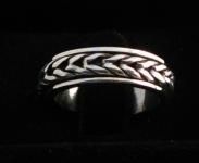 R258 Silver spinning ring