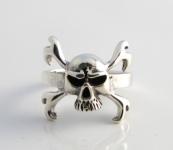 R297 Skull and crossbone ring