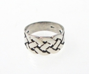 WR66 Celtic knot ring