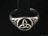 R71 Celtic Triquetra Ring