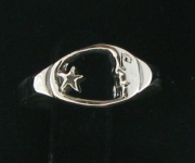 R82 Moon and Star Ring
