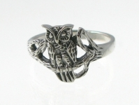 R46 Silver owl ring