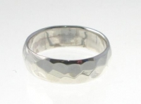 R94 Silver hammered ring