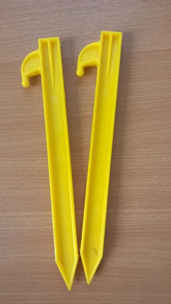 ... 8  PLASTIC TENT PEG X 20 & 8