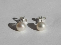 Pearl stud earrings 6mm