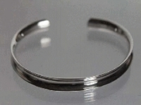 Raised edge bangle